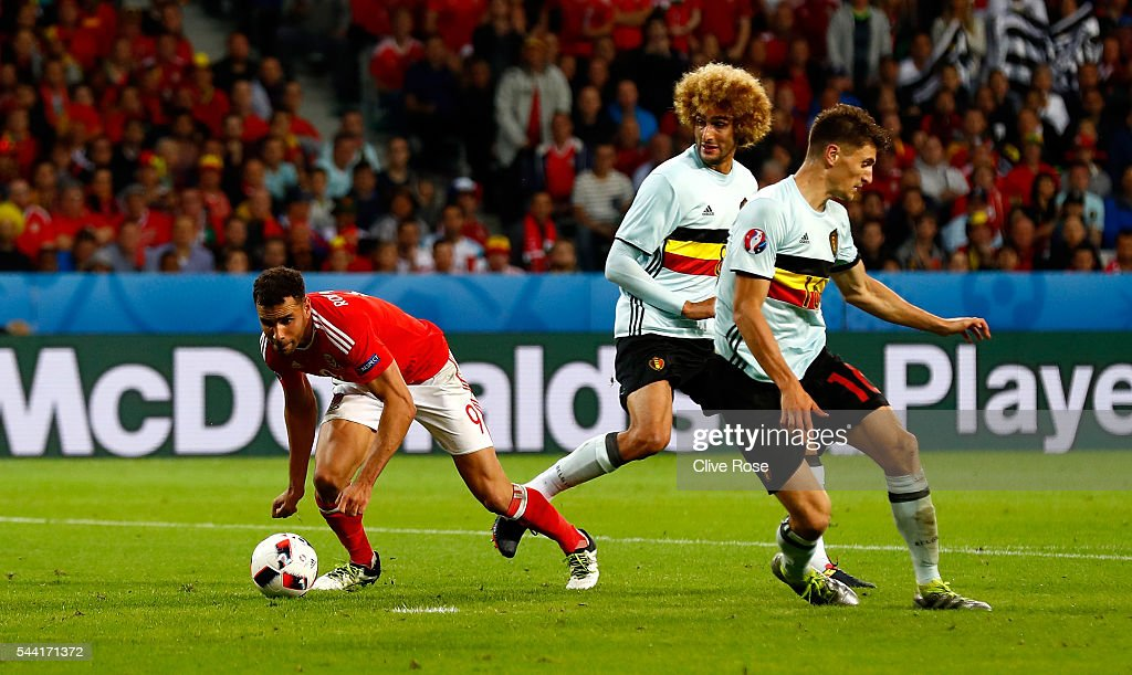 <a gi-track='captionPersonalityLinkClicked' href=/galleries/search?phrase=Hal+Robson-Kanu&family=editorial&specificpeople=5776956 ng-click='$event.stopPropagation()'>Hal Robson-Kanu</a> (L) of Wales controls the ball to score his team's second goal during the UEFA EURO 2016 quarter final match between Wales and Belgium at Stade Pierre-Mauroy on July 1, 2016 in Lille, France.