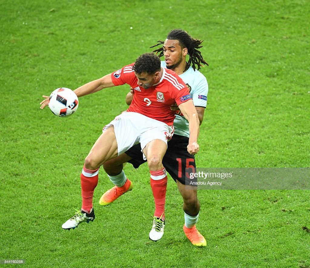Hal Robson-Kanu (L) of Wales in action during the Euro 2016 quarter-final football match between Wales and Belgium at the Stadium Pierre Mauroy in Lille, France on July 1, 2016.