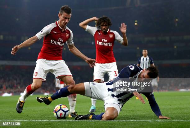 Hal RobsonKanu of West Bromwich Albion battles with Laurent Koscielny and Mohamed Elneny of Arsenal during the Premier League match between Arsenal...