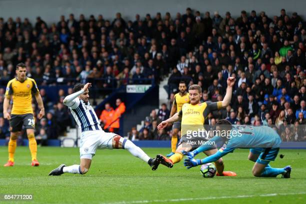 Hal RobsonKanu of West Bromwich Albion scores his sides second goal past David Ospina of Arsenal during the Premier League match between West...