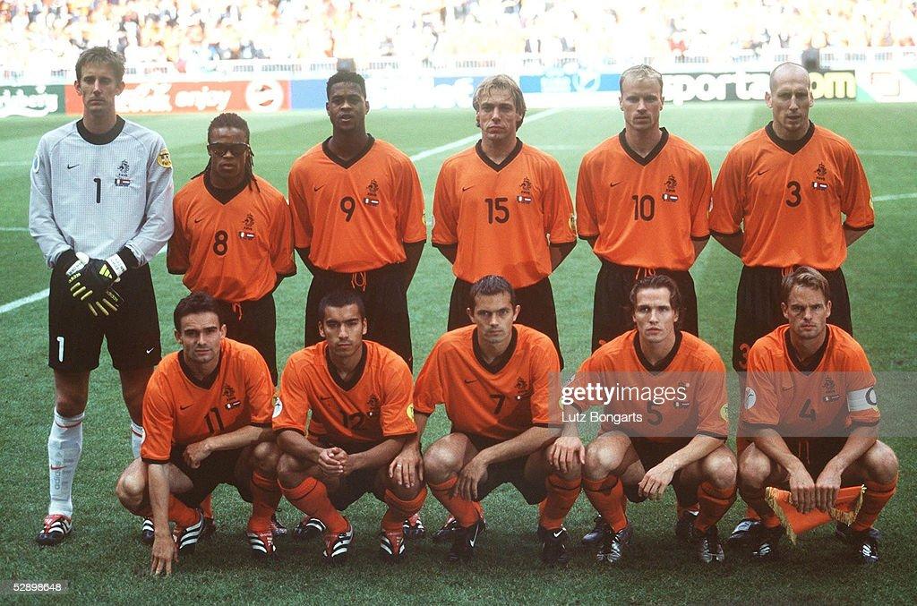 Hilo de la selección de Holanda Halbfinale-amsterdam-italien-niederlande-31-ne-hintere-reihe-vlnr-picture-id52898648