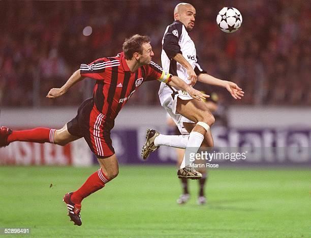 LEAGUE 01/02 Halbfinale Leverkusen BAYER 04 LEVERKUSEN MANCHESTER UNITED 11 Jens NOWOTNY/Leverkusen Juan Sebastian VERON/Manchester