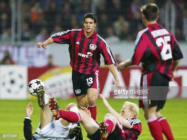 LEAGUE 01/02 Halbfinale Leverkusen BAYER 04 LEVERKUSEN MANCHESTER UNITED 11 Michael BALLACK Bernd SCHNEIDER Carsten RAMELOW/LEVERKUSEN