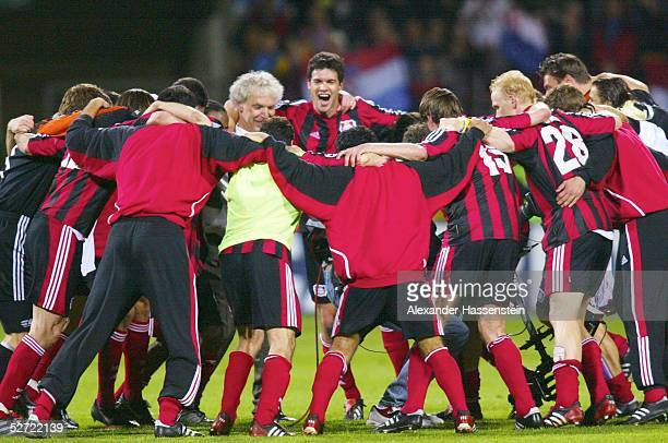 LEAGUE 01/02 Halbfinale Leverkusen BAYER 04 LEVERKUSEN MANCHESTER UNITED 11 SCHLUSSJUBEL TEAM LEVERKUSEN