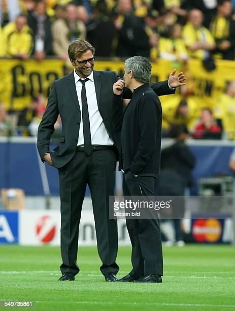 HalbfinalHinspiel Saison 2012/2013 Trainer Juergen Jürgen Klopp Trainer Jose Mourinho Aktion Gestik BvB Borussia Dortmund Real Madrid Sport Fußball...