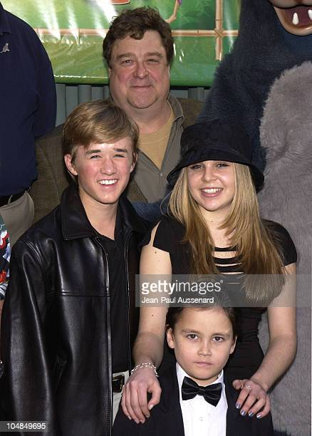 Haley Joel Osment John Goodman Mae Whitman and Connor Funk