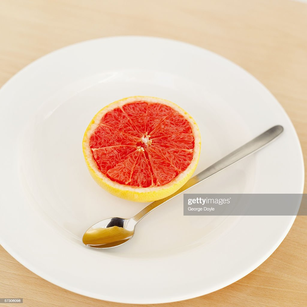 how to eat grapefruit with a spoon