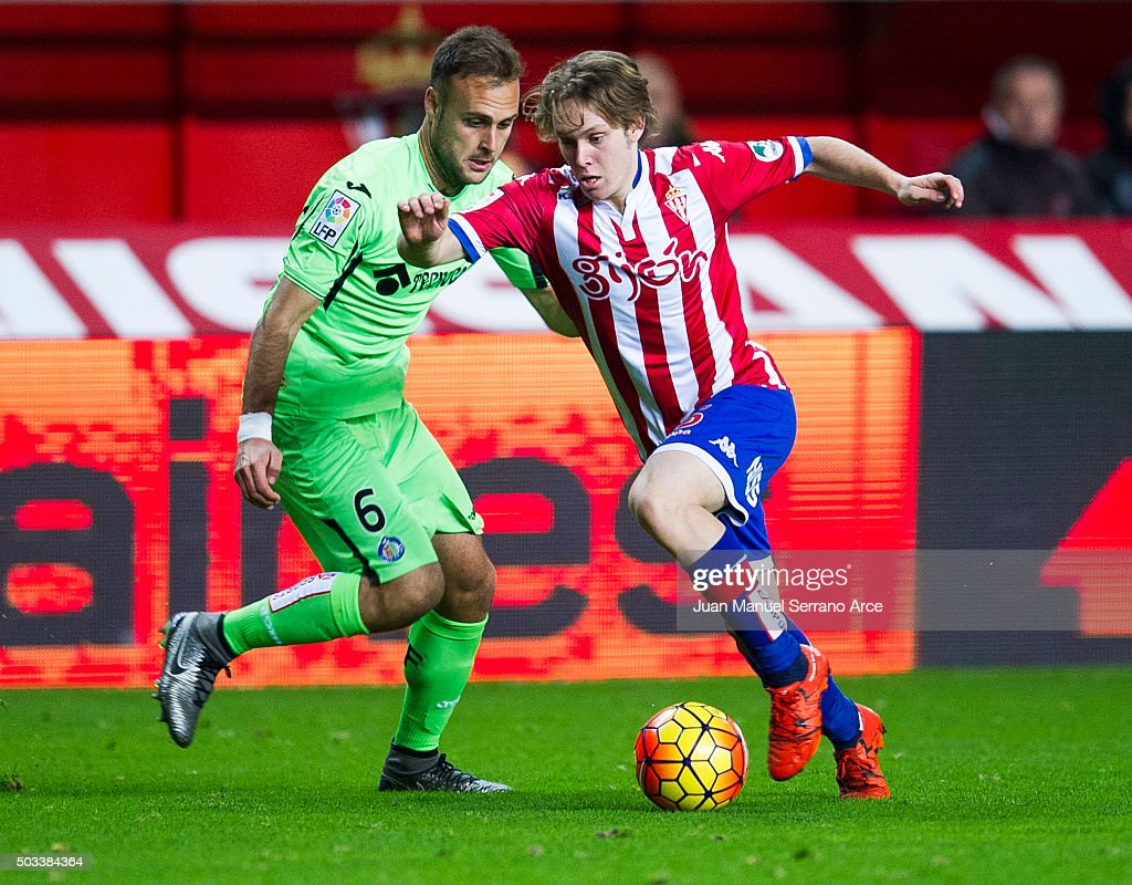Halilovic of Real Sporting de Gijon duels for the ball with Juan Torres 'Cala' of Getafe CF during the La Liga match between Real Sporting de Gijon and Getafe CF at Estadio El Molinon on January 4, 2016 in Gijon, Spain.