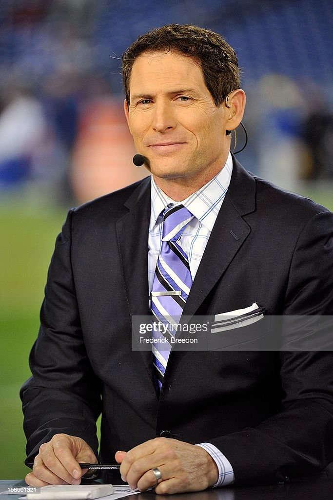 Hall lf Fame quarterback Steve Young works on the set of Monday Night Football prior to a game between the Tennessee Titans and the New York Jets at LP Field on December 17, 2012 in Nashville, Tennessee.