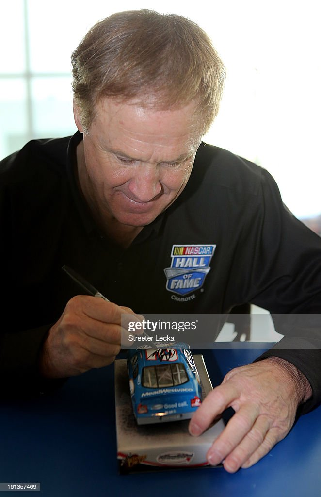 Hall of Fame inductee, <a gi-track='captionPersonalityLinkClicked' href=/galleries/search?phrase=Rusty+Wallace&family=editorial&specificpeople=201669 ng-click='$event.stopPropagation()'>Rusty Wallace</a>, signs autographs for fans during the NASCAR Hall of Fame Inductee Marker Unveiling at the NASCAR Hall of Fame on February 10, 2013 in Charlotte, North Carolina.