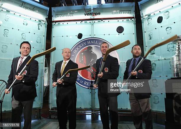 2011 Hall of Fame inductees Doug Gilmour Mark Howe Joe Nieuwendyk and Ed Belfour take part in a photo opportunity at the Hockey Hall of Fame on...