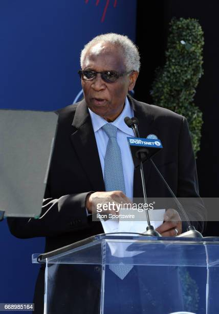 Hall of Fame manager Frank Robinson gives a speech during the Jackie Robinson statue unveiling before the game against the Arizona Diamondbacks on...