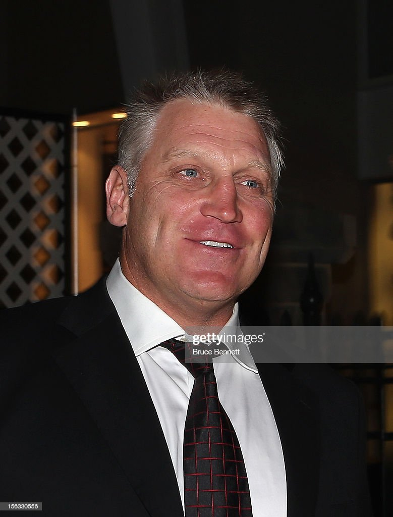 Hall of Fame member <a gi-track='captionPersonalityLinkClicked' href=/galleries/search?phrase=Brett+Hull&family=editorial&specificpeople=202603 ng-click='$event.stopPropagation()'>Brett Hull</a> arrives for the Hockey Hall of Fame induction ceremony at Brookfield Place on November 12, 2012 in Toronto, Canada.