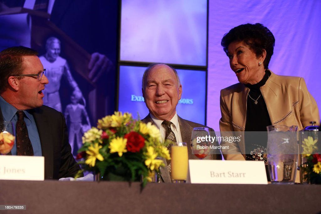Hall of Fame Quarterback Bart Starr (C) attends the 2013 Super Bowl Breakfast at the Hyatt Regency New Orleans on February 1, 2013 in New Orleans, Louisiana.