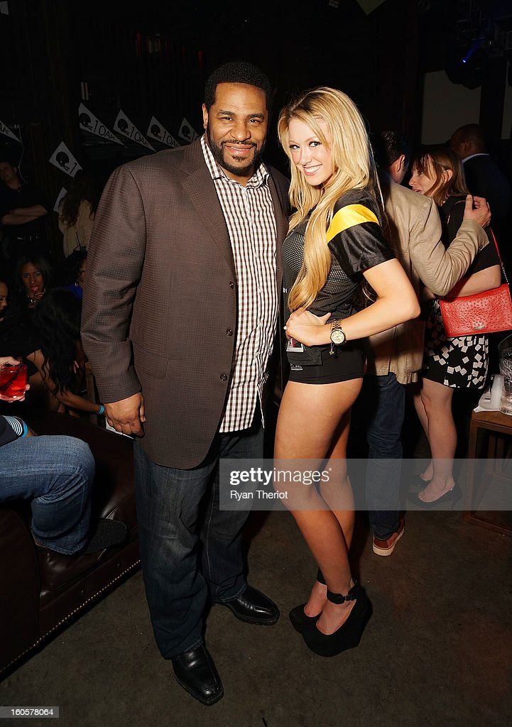Hall of Famer Jerome Bettis (L) attends 1 OAK New Orleans Presented By LOGIC Electronic Cigarettes at Jax Brewery on February 2, 2013 in New Orleans, Louisiana.