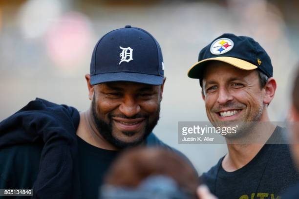 Hall of Famer Jerome Bettis poses for a photo with Late Night host Seth Meyers before the game between the Pittsburgh Steelers and the Cincinnati...