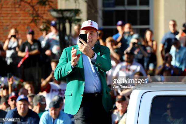 Hall of Famer Johnny Bench arrives during the 2017 Hall of Fame Parade of Legends at the National Baseball Hall of Fame on Saturday July 29 2017 in...