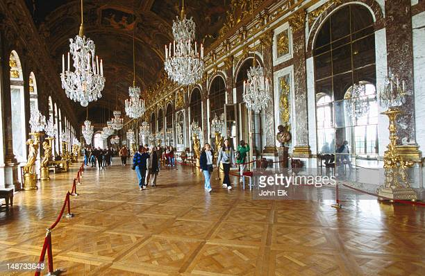 Hall of Mirrors (Galerie des Glaces) in Chateau de Versailles.