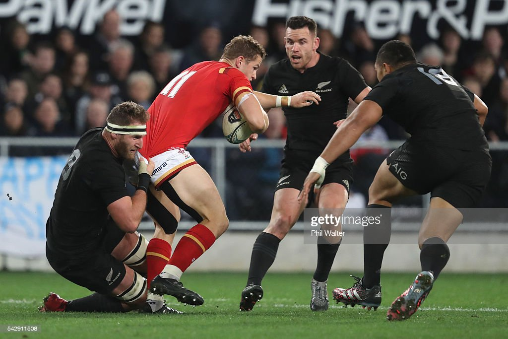 <a gi-track='captionPersonalityLinkClicked' href=/galleries/search?phrase=Hallam+Amos&family=editorial&specificpeople=11003624 ng-click='$event.stopPropagation()'>Hallam Amos</a> of Wales is tackled by <a gi-track='captionPersonalityLinkClicked' href=/galleries/search?phrase=Kieran+Read&family=editorial&specificpeople=789465 ng-click='$event.stopPropagation()'>Kieran Read</a> of the All Blacks during the International Test match between the New Zealand All Blacks and Wales at Forsyth Barr Stadium on June 25, 2016 in Dunedin, New Zealand.