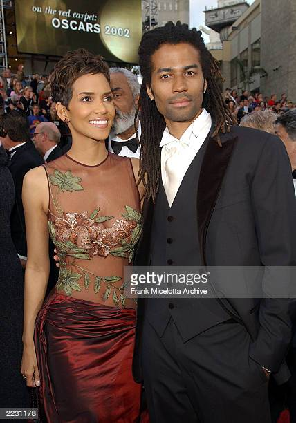 Halle Berry and Eric Bennet arrive for the 74th Annual Academy Awards held at the Kodak Theatre in Hollywood Ca March 24 2002