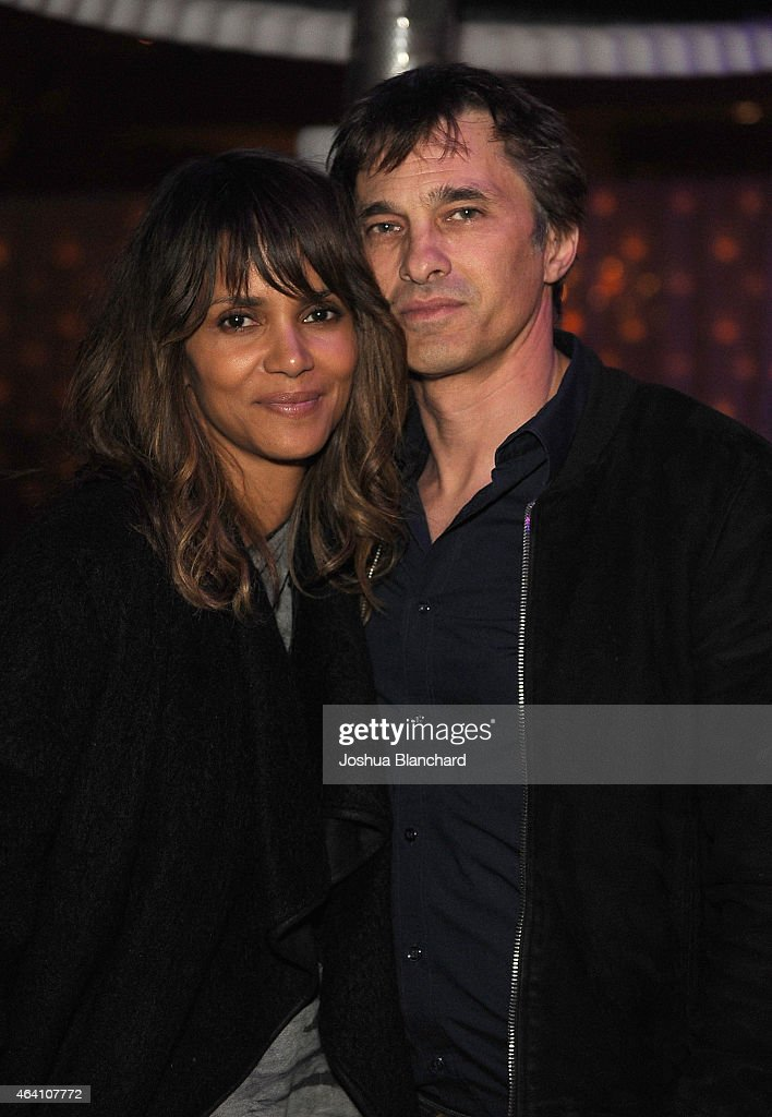 <a gi-track='captionPersonalityLinkClicked' href=/galleries/search?phrase=Halle+Berry&family=editorial&specificpeople=201726 ng-click='$event.stopPropagation()'>Halle Berry</a> (L) and <a gi-track='captionPersonalityLinkClicked' href=/galleries/search?phrase=Olivier+Martinez&family=editorial&specificpeople=213013 ng-click='$event.stopPropagation()'>Olivier Martinez</a> attend the Treats! Magazine Pre-Oscar Party at the Treats! Villa presented by OMNIA on February 21, 2015 in Los Angeles, California.