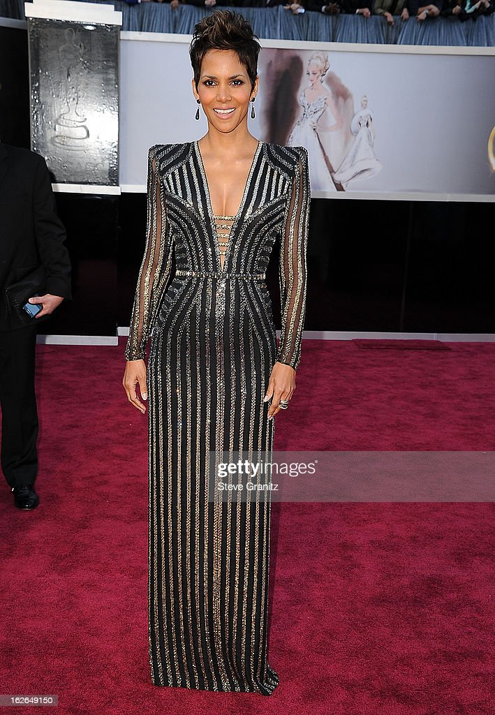 Halle Berry arrives at the 85th Annual Academy Awards at Dolby Theatre on February 24, 2013 in Hollywood, California.