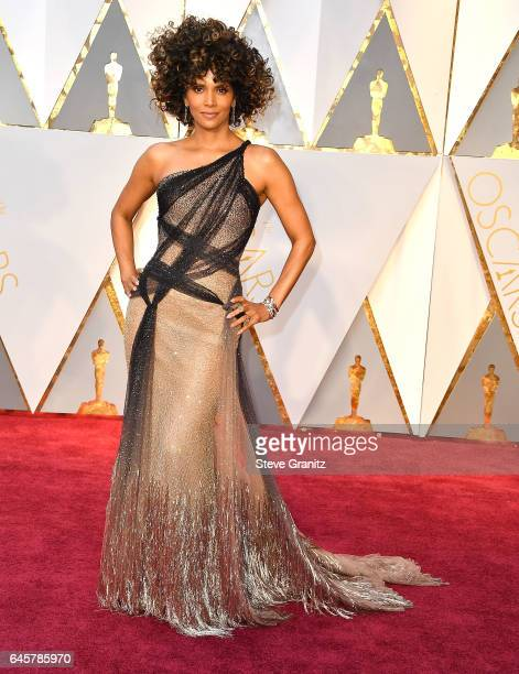 Halle Berry arrives at the 89th Annual Academy Awards at Hollywood Highland Center on February 26 2017 in Hollywood California