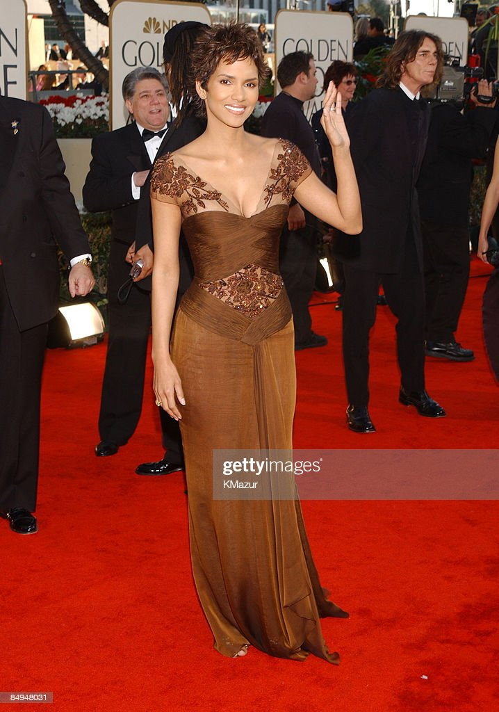 Halle Berry arrives for the Golden Globe Awards at the Beverly Hilton Hotel in Beverly Hills, California January 20, 2002.