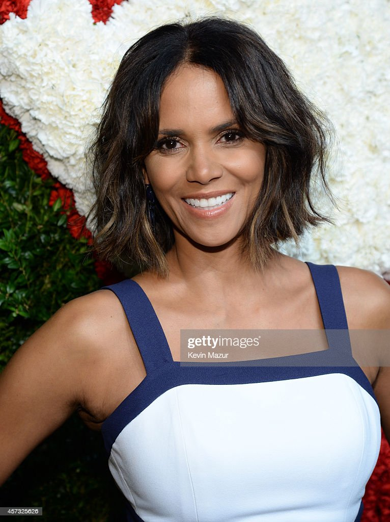 Halle Berry attends God's Love We Deliver Golden Heart Awards on October 16 2014 in New York City