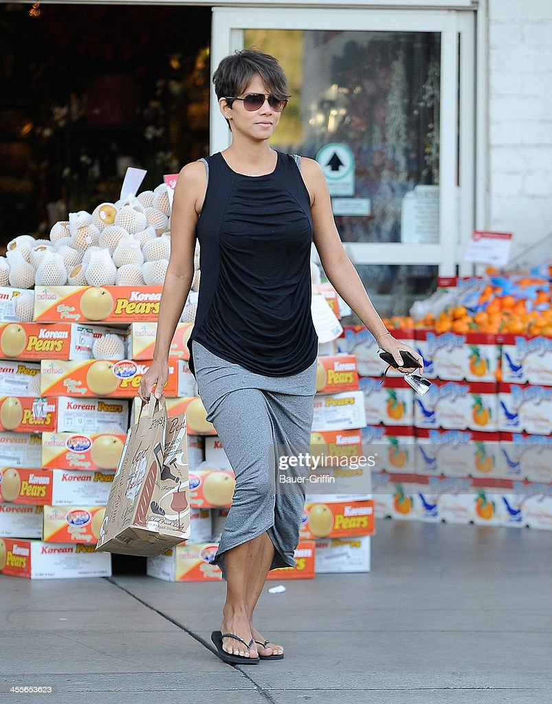 <a gi-track='captionPersonalityLinkClicked' href=/galleries/search?phrase=Halle+Berry&family=editorial&specificpeople=201726 ng-click='$event.stopPropagation()'>Halle Berry</a> is seen on December 12, 2013 in Los Angeles, California.