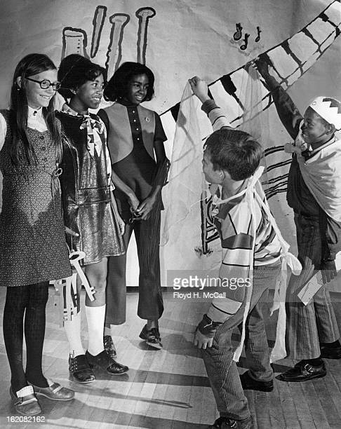 NOV 5 1971 NOV 6 1971 NOV 10 1971 Hallett Students' Tour Of 'Fiddladelphia' From left are two 'Alices' Peggy Dodds ***** Lewis and Mary Yon who plays...