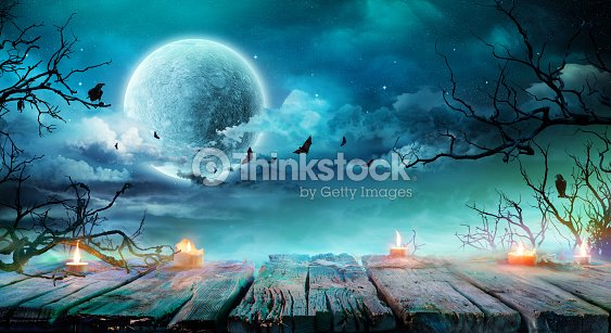 Halloween Background  - Old Table With Candles And Branches At Spooky Night With Full Moon : Foto stock
