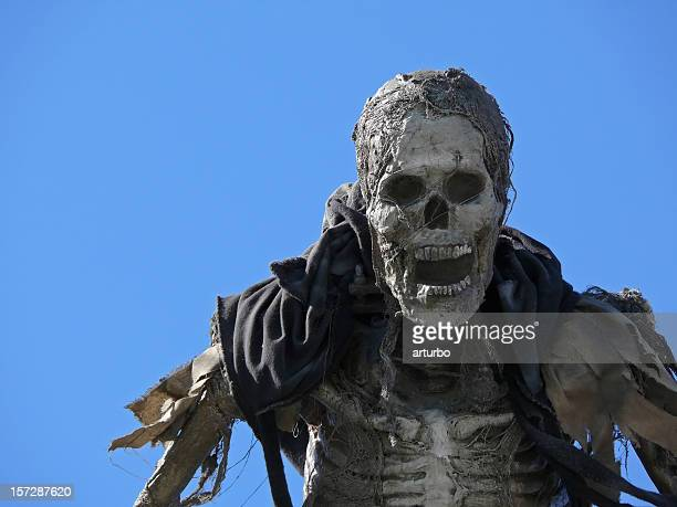 Halloween Momie contre ciel bleu