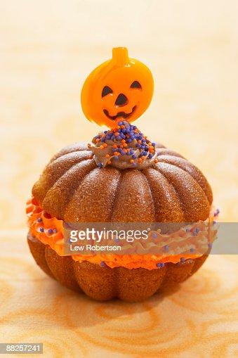 Halloween Pumpkin Cake : Stock Photo