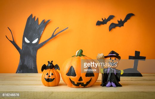 Halloween Pumpkins on wooden table : Foto de stock