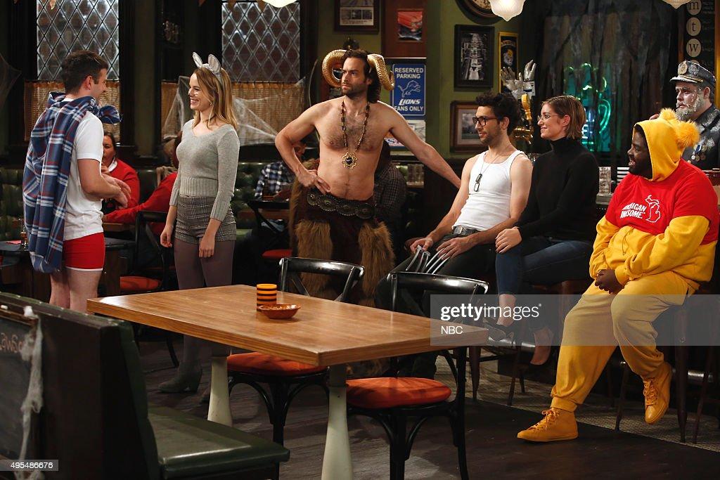 undateable halloween walks into a bar episode 305b pictured - Bianca Kajlich Halloween