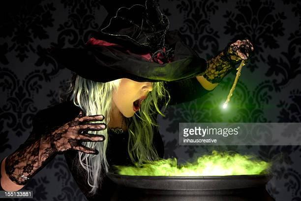 Halloween Hexe in denen der Zauber
