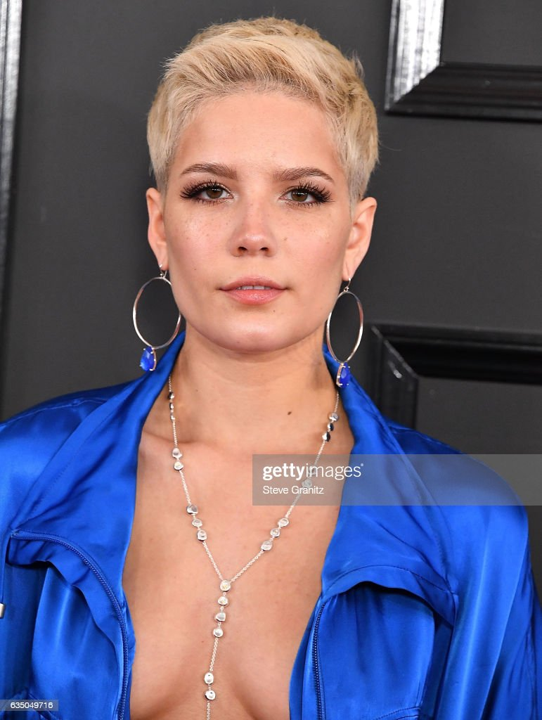 Halsey arrives at the 59th GRAMMY Awards on February 12, 2017 in Los Angeles, California.