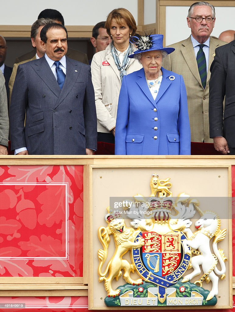 Hamad Bin Isa Al Khalifa King Of Bahrain And Queen Elizabeth II Watch The