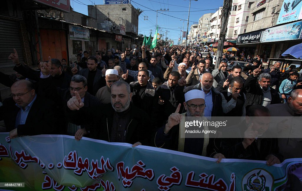 Hamas followers in Gaza hold a protest for Yarmouk refugee camp in Syria on January 24, 2014.