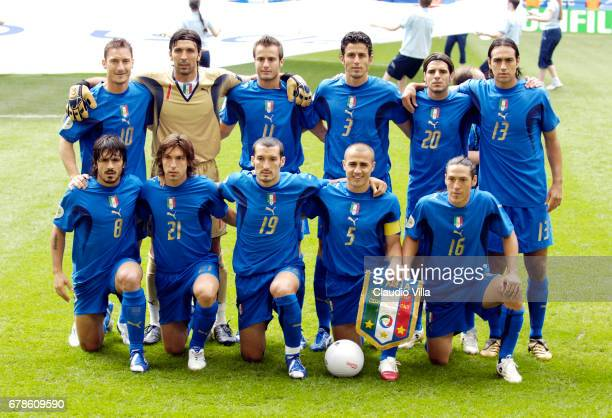 Hamburg 22 juin 2006 Czech Republic sv Italy ITALY team shot From top left Totti Buffon Gilardino Grosso Perrotta Nesta From bottom left Gattuso...