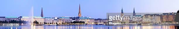 Hamburg los edificios de la ciudad y el lago Alster en Alemania