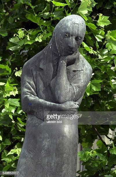 das Heinrich Heine Denkmal auf dem Rathausmarkt
