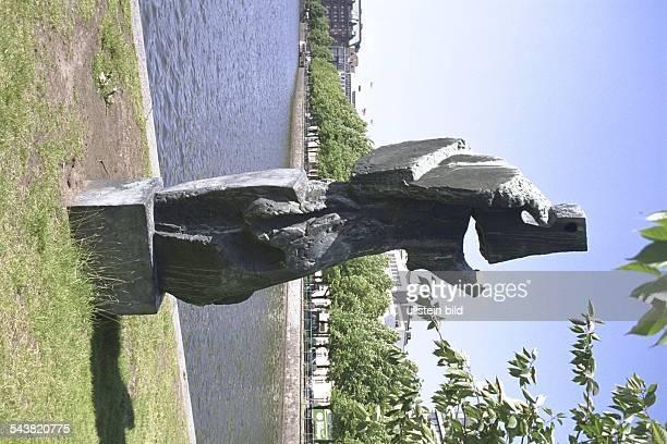 die Skulptur 'Windsbraut' von dem Künstler Fred Jelitto an der Binnenalster