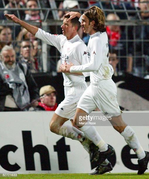 2 BUNDESLIGA 02/03 Hamburg FC ST PAULI 1 FC KOELN JUBEL nach dem Tor zum 10 durch Nico PATSCHINSKI/ST PAULI mit Ugur INCEMAN