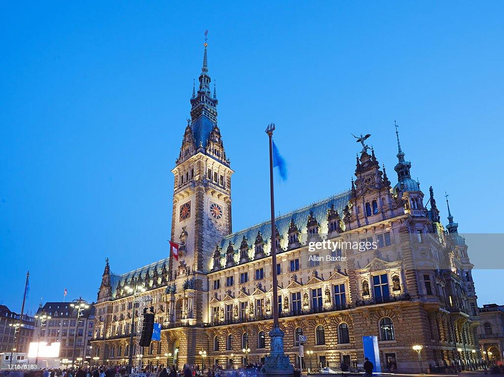 Hamburg Rathaus at night