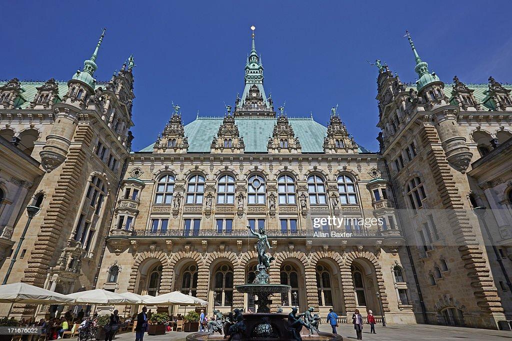 Hamburg Rathaus courtyard with fountain