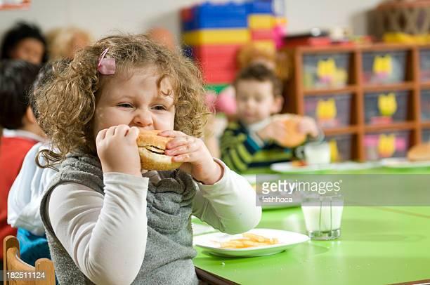 Hambúrguer e a rapariga