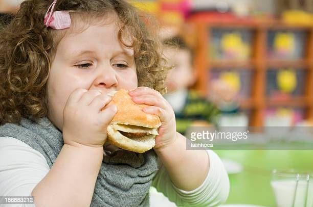 Hamburger und Mädchen