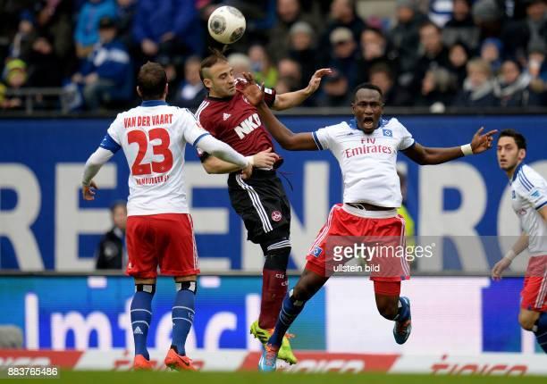 FUSSBALL 1 BUNDESLIGA SAISON Hamburger SV 1 FC Nuernberg Javier Pinola gegen Rafael van der Vaart und Jacques Zoua